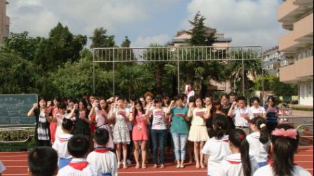 石洞口小学开展教师节党员宣誓活动